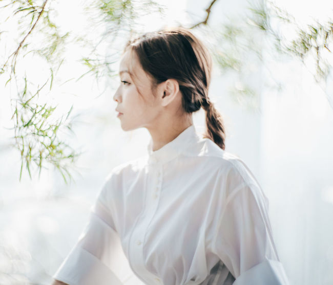 Beautiful Woman Close-up Day Focus On Foreground Lifestyles Nature One Person Outdoors Real People Tree Young Adult Young Women