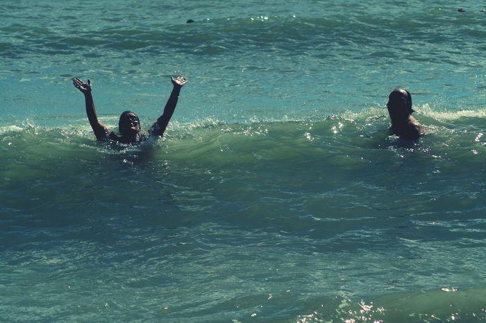 papa i mama a la Platja Barcelona LaFamilia Mar