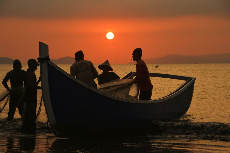 Photography Aceh Culture Aceh Fishing Fish INDONESIA Water Nautical Vessel Friendship Sea Sunset Gondola - Traditional Boat Group Of People Silhouette Women Sky Tide Rushing Water Vehicle Planetary Moon Visiting Coast Shore Longtail Boat Fisherman Astronomy Hiker Space And Astronomy Wake Boat