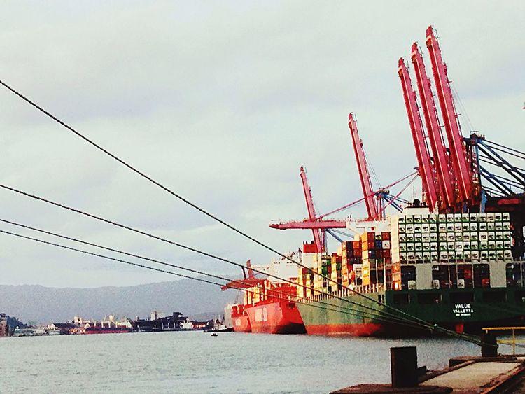 Mais um dia de trabalho no Porto De Santos . Margem esquerda, Guarujá . Nautical Vessel