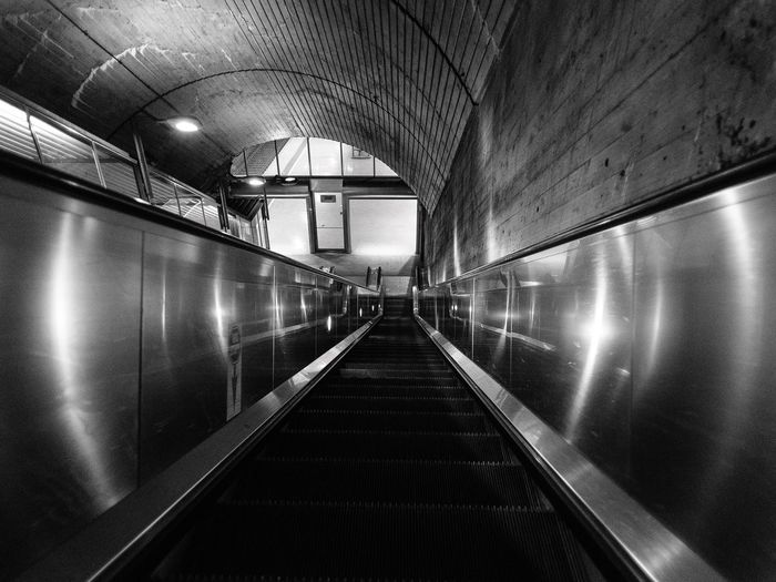 Escalator in black and white #nationalteatret Nikkor 20mm F2.8 #NikonD750 #norway #Oslo #blackandwhite #escalator The Way Forward Indoors  Illuminated Architecture Built Structure Transportation Modern Subway Station