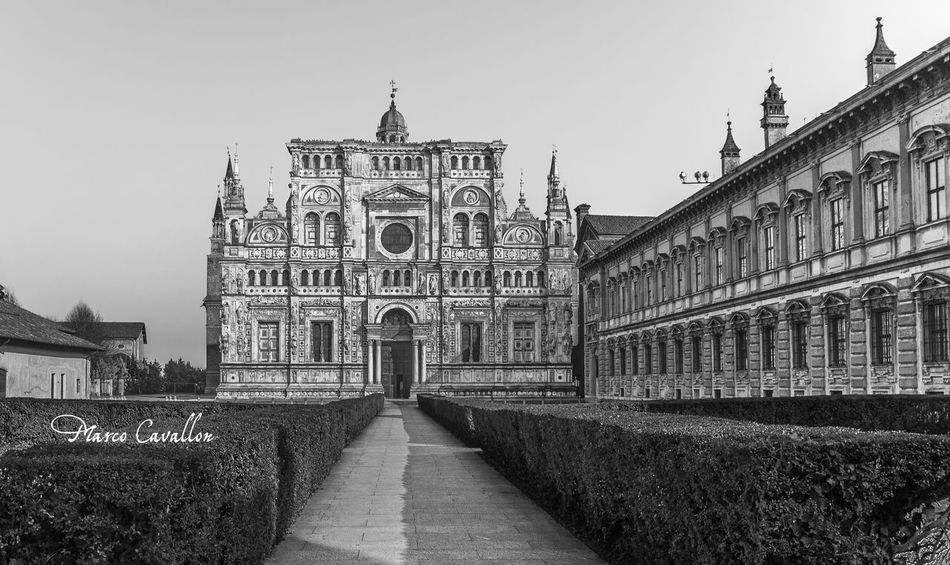 ITALIA TI AMO ! Black And White EyeEm Best Shots - Black + White Black & White Monochrome Praying EyeEm Best Edits Gotic Architecture