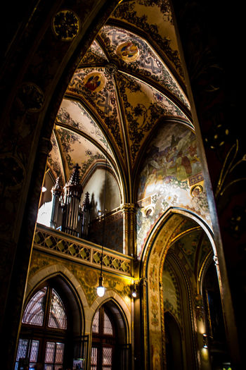 Architecture Built Structure Arch Belief Spirituality Building Religion Low Angle View Indoors  Place Of Worship No People Creativity Art And Craft History The Past Ceiling Architecture And Art Ornate Architectural Column Mural Luxury