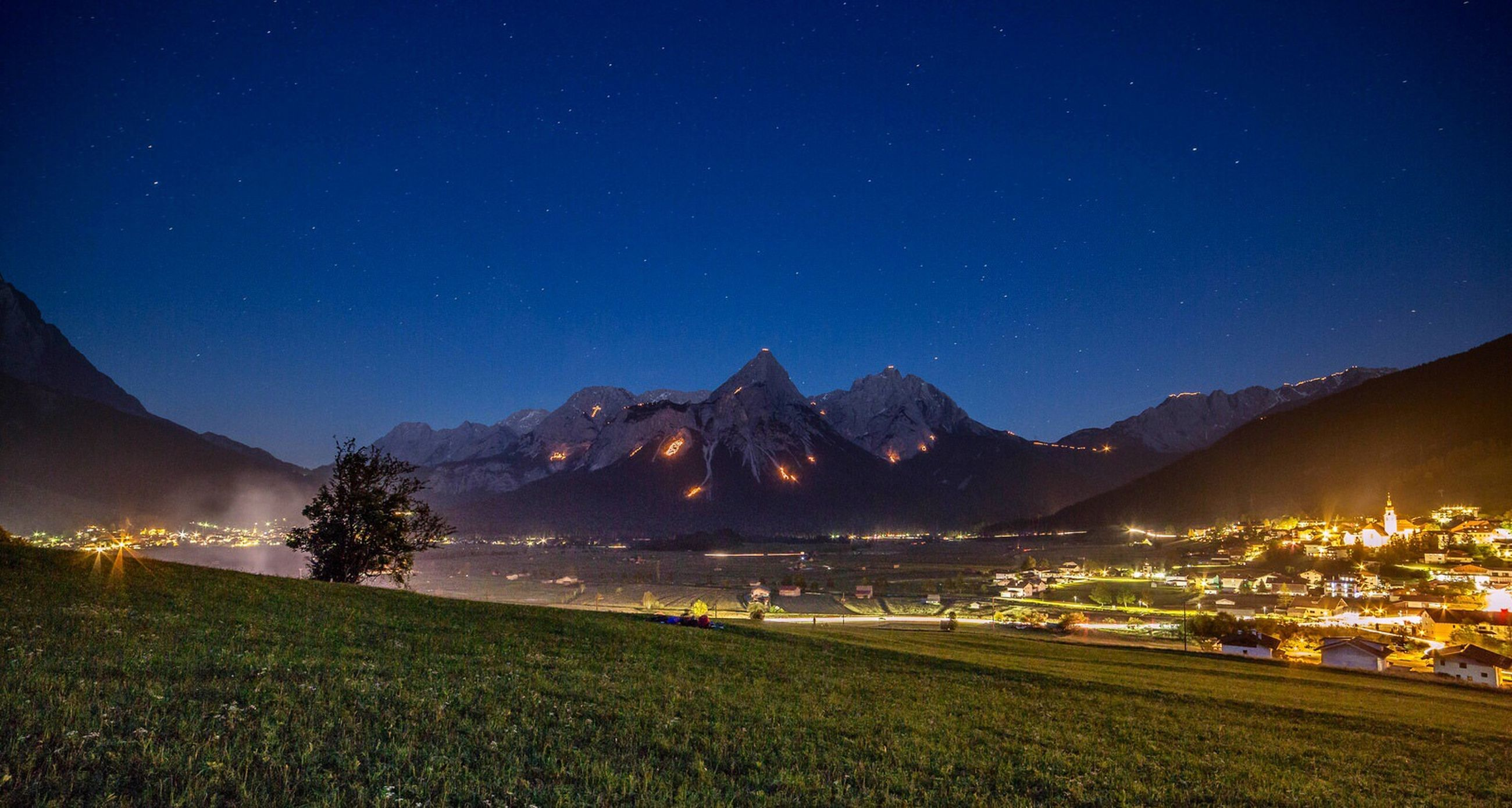 night, mountain, illuminated, mountain range, scenics, tranquil scene, landscape, tranquility, beauty in nature, clear sky, nature, moon, sky, star - space, idyllic, blue, copy space, outdoors, star field, majestic