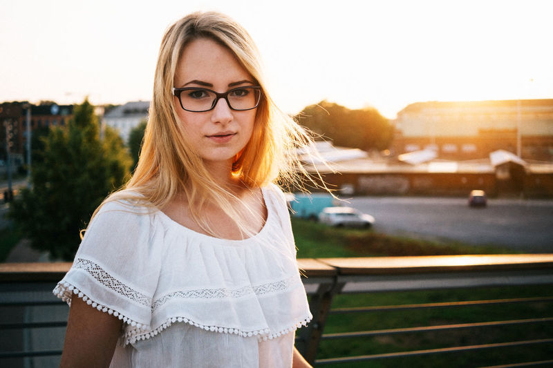 I love the sun. Especially in photos. Beautiful Beauty Blonde City Fujifilm Glasses Golden Hour Hair Portait Streetphotography VSCO Xpro1