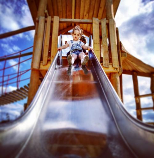 One Person Low Angle View Daughter And Dad ❤ Daughtersarethebest Sommergefühle Park Life Park View Park EyeEm Selects EyeEmNewHere EyeEm Best Shots EyeEmBestPics EyeEm Playground Playground Fun With The Kids Playground Slide Slide Slide Photography Slide - Play Equipment Perspectives On Nature