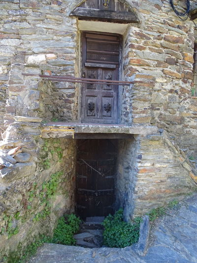 Built Structure Building Exterior Architecture No People House Abandoned Popular Enjoying Life Taking Photos Popular Photos Door Outdoors Day Patonesdearriba Madrid SPAIN Fachadas