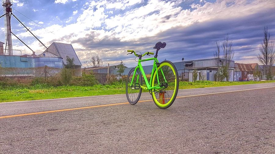 atardecer verde Fixielife Fixiebike Bikeporn Cycling Fixedgear Fixieporn Fixiegoon Singlespeed Bikelife Fixiegirl Fixiegram Fixed Fixiedgear Brakeless FixieLove City Sport Bicycle Road Stationary Sky Cloud - Sky