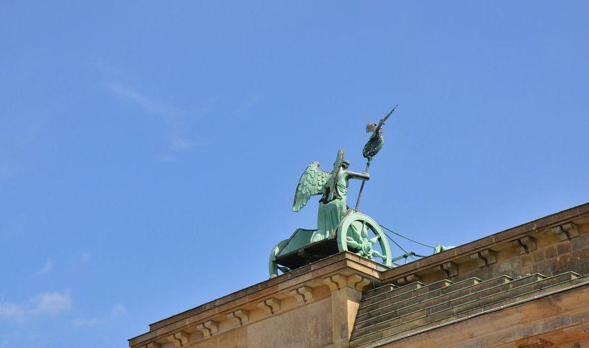 Quadriga Brandenburger Tor Brandenburg Gate Von Hinten Urban Geometry Statue Sculpture Teilweise Partial View Lines Diagonal Diagonally Copper  Grünspan Streitwagen