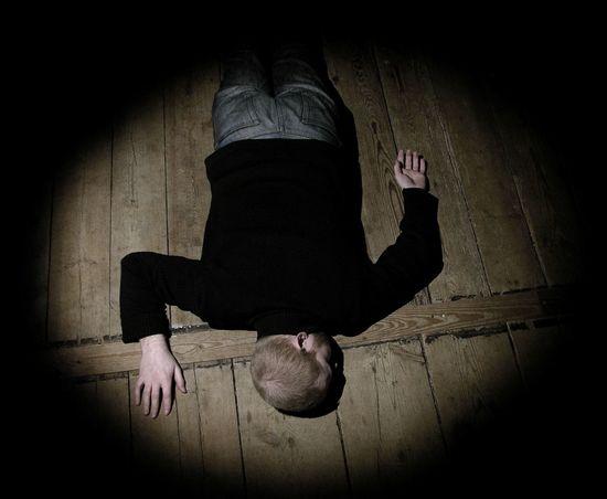 Learn & Shoot: Single Light Source Resting strangely on the floor. Spotlight Human Floor Light And Shadow