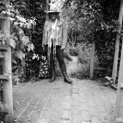 One Person Standing Real People Outdoors Full Length Mature Adult Kentlife Huawei P9 Leica Hopsandharvestfestival Blackandwhite Photography