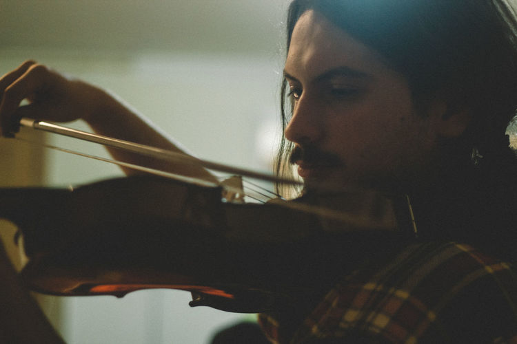 50mm Canon Canonphotography Close-up Confidence  Contemplation Head And Shoulders Headshot Holding Human Face Lifestyles Music Occupation Person Playing Portrait Real People Serious Violin Violinist VSCO Vscofilm Young Adult Young Men