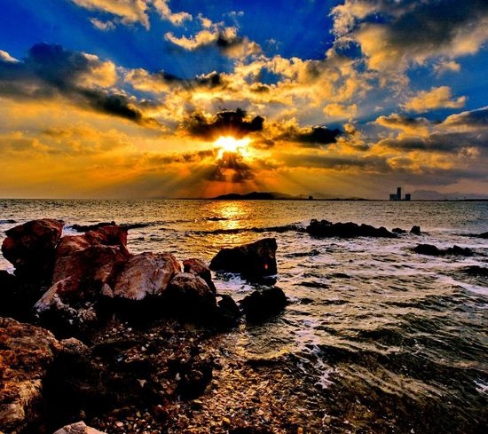 The most beautiful amameceres, only live once, taking advantage of them Beauty In Nature Horizon Over Water Sunset Sea Sky Cloud - Sky Water Scenics Nature Reflection Beach Silhouette Vacations Outdoors No People Follow Followforfollow Likeforlike Like4like Looking At Camera Photooftheday Editors Photography Pinturas Nature