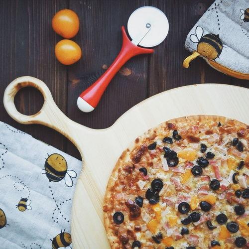 Пицца на новой деревянной доске Wood - Material Pizza First Eyeem Photo