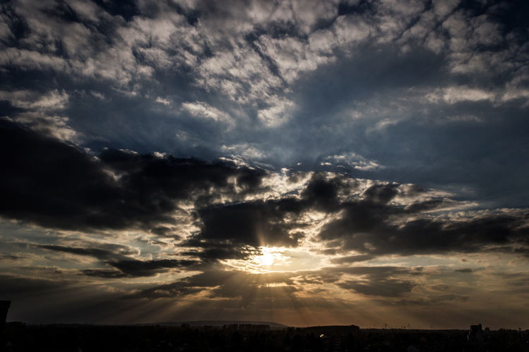 Sunrays through clouds Cloud - Sky Dramatic Sky Sunset Nature Landscape Sky Beauty In Nature Scenics Rays Of Sunlight Rays Rays Of Sunshine Sunrays_penetrating_clouds Sunrays Through The Clouds