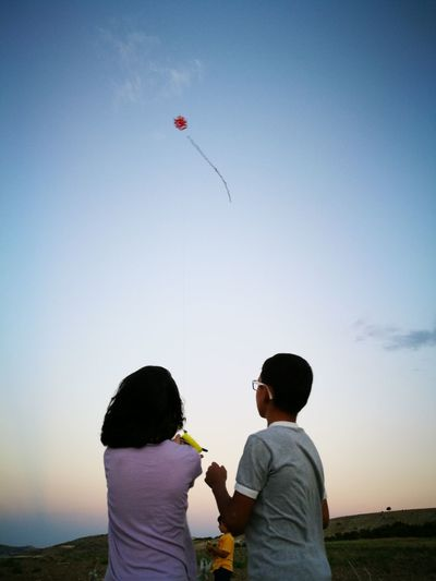 Kite Ucurtma Turkey Flying Child Bonding Childhood Females Males  Togetherness Men Boys Girls Family With Two Children Hot Air Balloon Two Parents Picnic Blanket Son Daughter Picnic Basket Inflating Shore Sister Piggyback Ballooning Festival Brother Young Family Model Airplane Two Generation Family Sibling