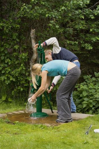 Sibling washing bowl at water pump