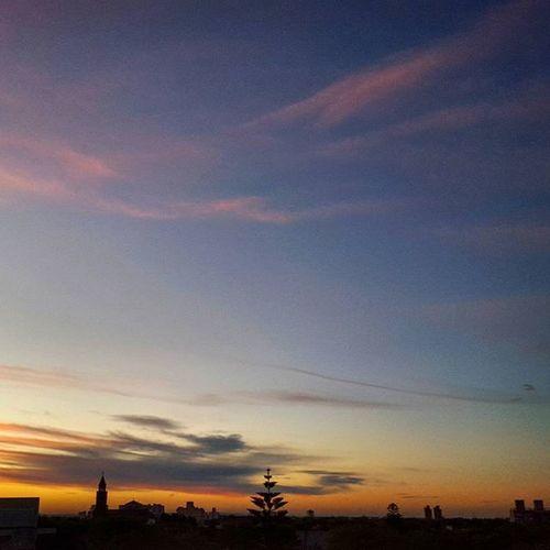 Buenas noches a tod@s! Nofilter City Landscape Worldsunsetchallenge Ocaso Sundown Sunset Sunsetporn Igcapturesclub Igersargentina IGDaily Justshoot Instamoment Ignature Picoftheday Bestsunset Minimalistic Summersunset Verano Ig_captures_sunset Igbuenosaires Master_photo Mardelplata Nubesdetuciudad Dusk instaargentina argentinaig mardelplataarg amateurs_shot world_bestnature