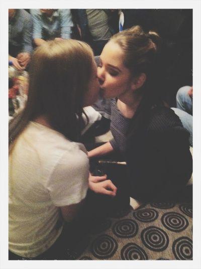 Guten Freunden Gibt Man Ein Küsschen