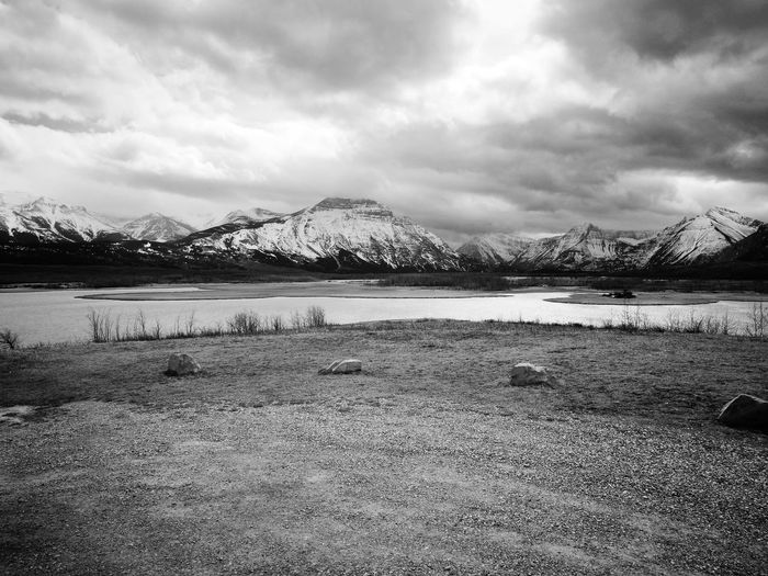 View from a parking lot over a shallow lake in the canadian rockies