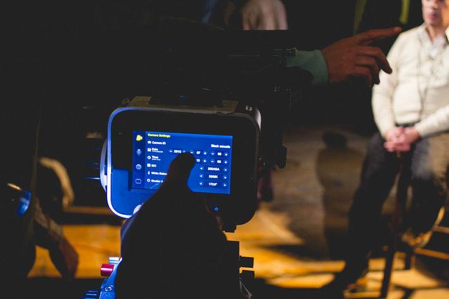 Blackmagic Design Configuration Cam Film Photography Film, Man Configuring Cam