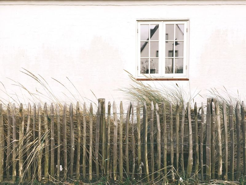 Simplicity. One way to live. Showcase: December Minimalism Window Simplicity Fence Simple Life Deceptively Simple Learn & Shoot: Simplicity Sylt Traveling