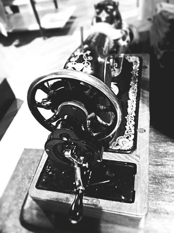 Day No People Close-up Machinery Sewing Machine Fashion Johannesburg Smartphone Photos Soweto Smartphonephotography SowetoSouthAfrica EyeEm Selects Old-fashioned Antique Metal Obsolete Retro Styled Technology