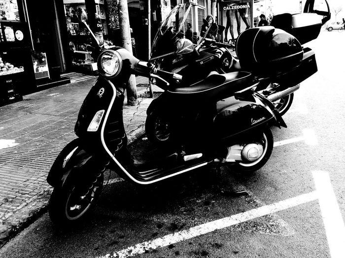 Moto Motorcycle Motorbike Urban Vehicle Blackandwhite Black And White Black & White Blackandwhite Photography Blackandwhitephotography Blackandwhitephoto Black And White Photography Black And White Photo Black&white Black&white Photography Black&white Photo Cool Coolness Bikers