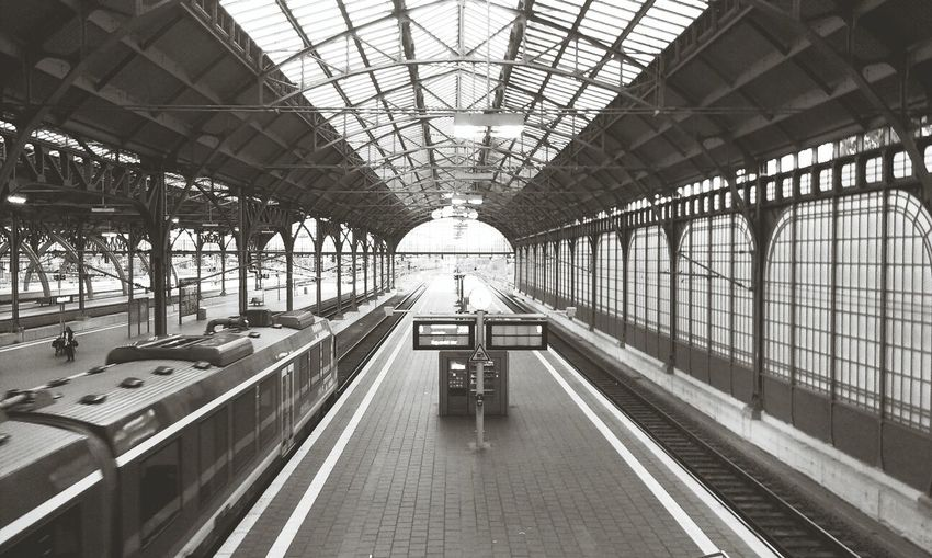 Allone  Trainstation Blackandwhite