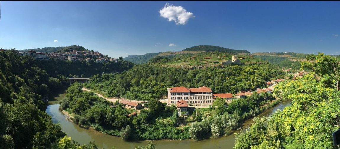 Pano Panorama Panoramic Panoramic Photography Panoramic View Panoramic Landscape Mountain Mountains Mountain Range Mountain View River Trees Green No Filter No Filter, No Edit, Just Photography Bulgaria VelikoTarnovo Beauty In Nature Beautiful Traveling Travel Destinations Houses Houses On Mountain Houses On Hills Himmel