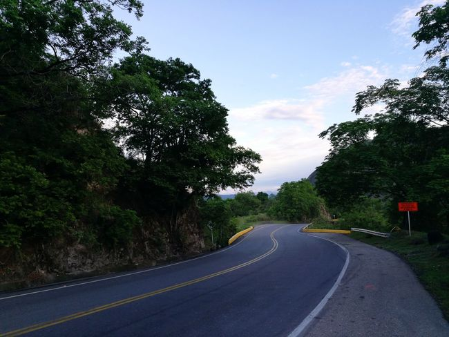 Armenia Roadtrip Roadtripping Colombia Colombia Es Bella Paseo Viajeros Viaje Eje Cafetero Carretera Road Marking Road To Nowhere Roadside Shots Life Is Good Adventure Let's Go Let's Go Somewhere Bye Bye Bye Sun Bye Bye Summer See You
