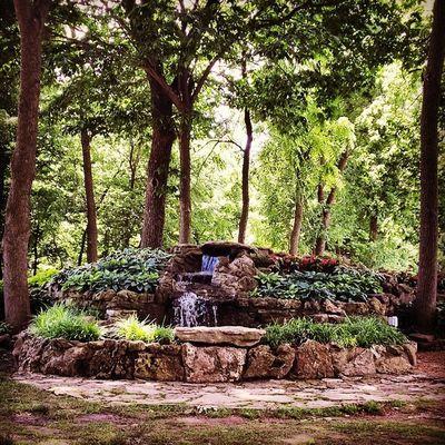 Can this be my lunch spot every Wednesday? Closememorialpark Springfieldmo Waterfall Peaceintheshade zen putawaythephone ;)