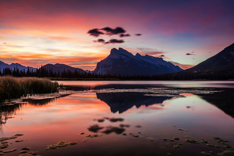 Mount rundle at sunrise from vermilion lakes in banff national park