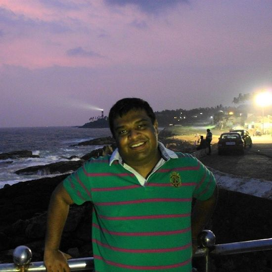 At Vizhinjam Harbour Mosque ... Kovalam Lighthouse on Background ... And Roadside Eateries in full Swing to the other side... It gives our Version of NorthernLights