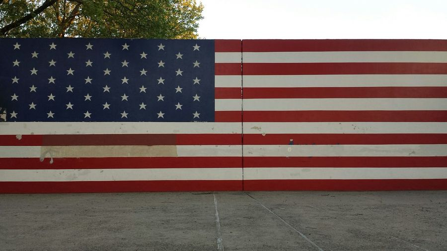 Handball courts ! The American Flag