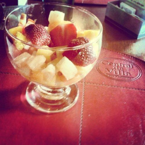 Almoço com meu amor, muito bom! Com direito a sobremesa deliciosa saladaDe Fruta Amordaminhavida lapacalorrestauranteyuuuuumyalmoçoespecial.