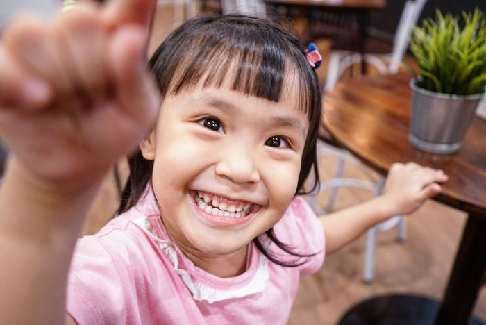Smiling Happiness Looking At Camera Girls Portrait Childhood Child Toothy Smile Cheerful One Person Human Body Part Enjoyment Real People Cute Indoors  Fun Headshot Lifestyles Human Hand Close-up Sony Mirrorless A7ii