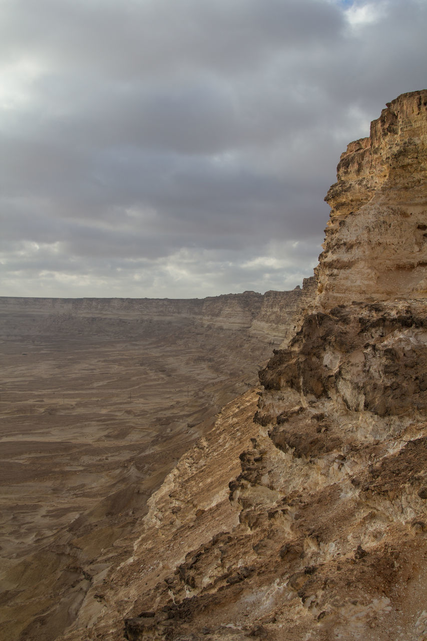 nature, landscape, geology, sky, rock formation, tranquility, physical geography, scenics, tranquil scene, beauty in nature, cloud - sky, rock - object, day, arid climate, outdoors, no people, cliff, mountain