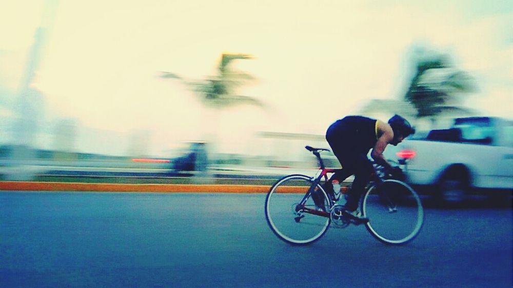 On The Move Ciclysts Paradise WORKHARD Una calida tarde para entrenar