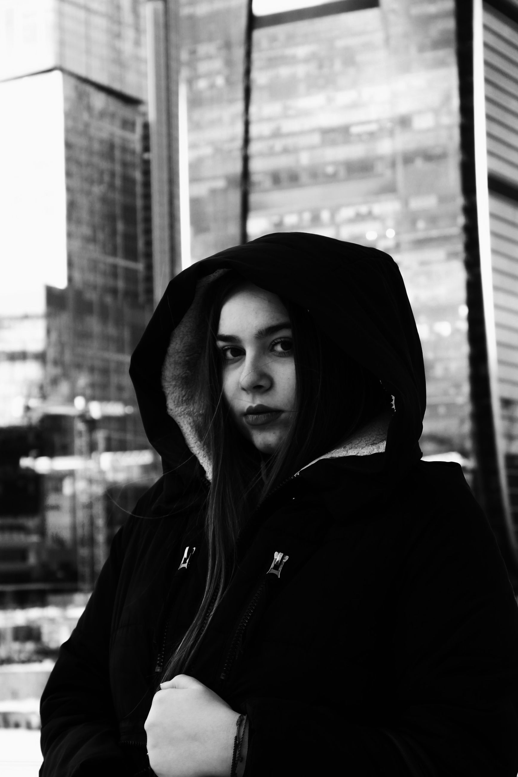 one person, real people, portrait, young women, lifestyles, young adult, built structure, leisure activity, beauty, building exterior, architecture, beautiful woman, hair, headshot, looking at camera, looking, women, casual clothing, hairstyle, hood - clothing, contemplation, teenager