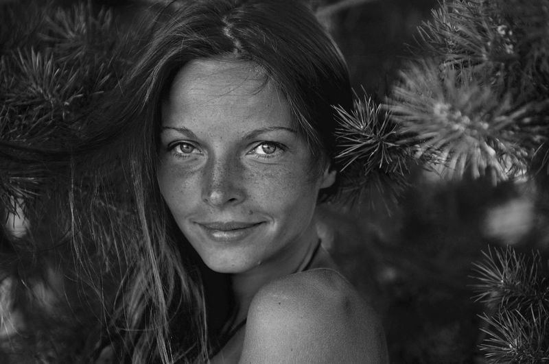Blackandwhite Photography Freckles Portrait Summertime Happiness Black And White Smiling Face Smile Close-up The Portraitist - 2017 EyeEm Awards Monochrome Photography Live For The Story The Week On EyeEm