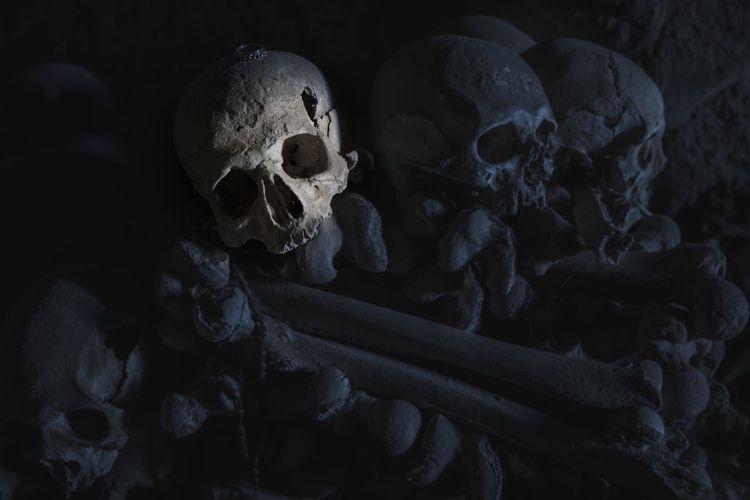 Cimitero delle Fontanelle a Napoli Cemetery Dark Death Cult Italia Italy Mystery Napoli Napoliphotoproject Skull Skulls