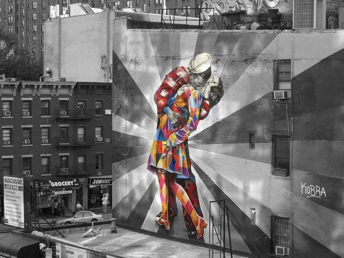 "New York City - Beautiful artwork of the artist Eduardo Kobra and nice interpretecion of the famous photo ""The Kiss"" (Photographer Alfred Eisenstadt) Art Big Apple Eduardo Kobra EduardoKobra Manhattan Mural Art NCY New York New York City Nikon NY NYC Photography Streetart Travel Travel Photography USA Wanderlust"