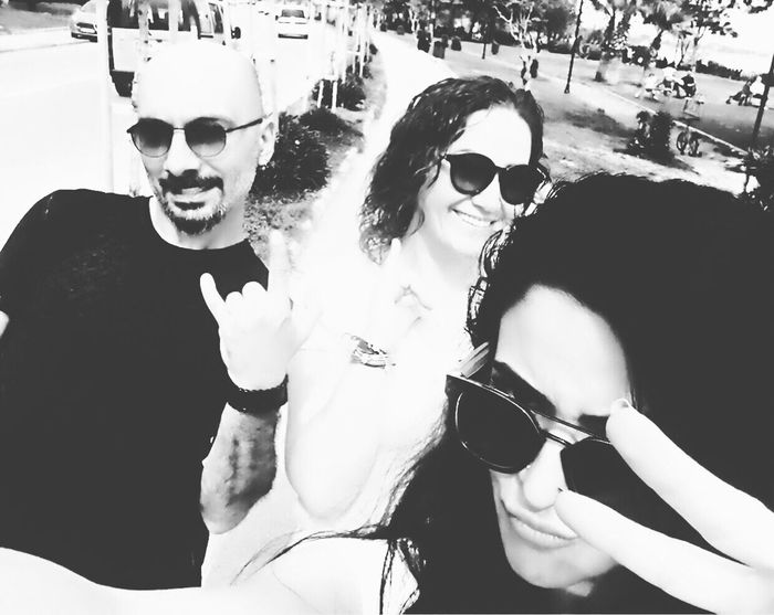 Üç çirkinler Sunglasses Day Portrait Fun Looking At Camera Leisure Activity Real People Smiling Togetherness Outdoors Happiness Cheerful Women Young Adult Young Women Adults Only Adult People