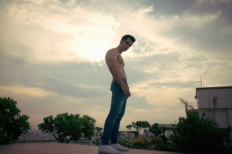 The sky decided to go epic on you. Cloud - Sky Standing Mensfashion Mensphysique Outdoors Sky People Menstyle Menslook Denimjeans Mensportrait