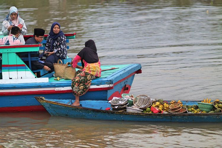 Floating Market People River Water Nature Real People Men Women Sitting Travel Day Outdoors Transportation Floating Market Adult Rowboat Group Of People Small Business Leisure Activity Nautical Vessel Mode Of Transportation