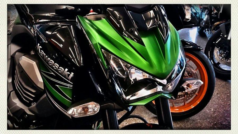 喲… 誰惹你生氣啦?臉這麼臭 --- Kawasaki Z800 / Angry Face