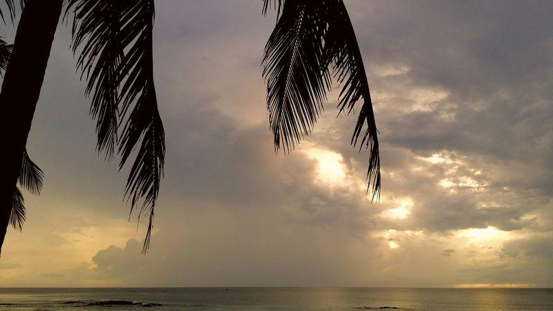 Cloudy sunset. Taking Photos Enjoying Life The _ Mazzalong Sky Fun Thailand Sea And Sky Thebeach Hanging Out Eyemphotography EyeEm EyeEm Thailand Thailand Sunset Lovers