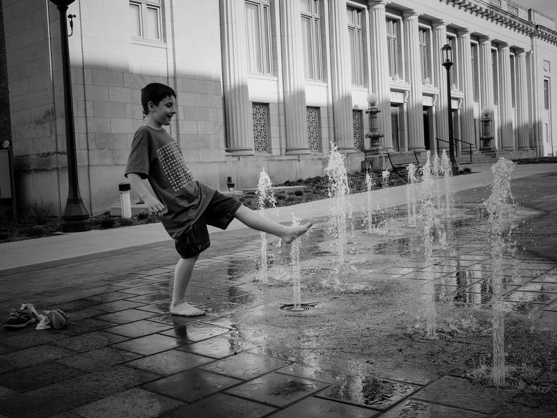 Visual Journal May 2018 Lincoln, Nebraska 35mm Camera A Day In The Life Camera Work EyeEm Best Shots FUJIFILM X100S Fountain Getty Images Lincoln, Nebraska MidWest Nebraska Photo Essay Splashing Water State Capitol Visual Journal Always Taking Photos Architecture b&w street photography Building Building Exterior Built Structure Casual Clothing City Day Downtown District Eye For Photography Fujifilm Full Length Leisure Activity Lifestyles Motion Nature On The Road One Person Photo Diary Real People S.ramos May 2018 Streetphoto_bw Travel Destinations Water Young Adult Young Women