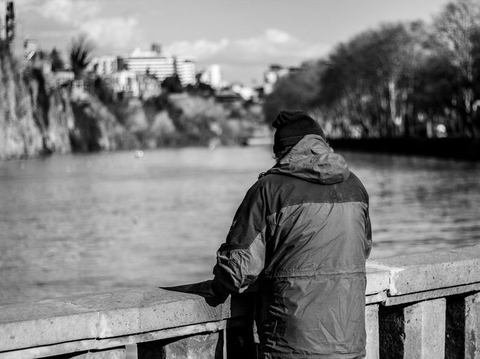 Camera - Canon 550D - Lens - 50 mm f/1.8 Blog : https://www.instagram.com/david_sarkisov_photography/ Real People Water One Person Rear View Focus On Foreground Clothing Day Waist Up Men Lifestyles Nature Railing Hood Leisure Activity Hat River Standing Hood - Clothing Warm Clothing Looking At View People people and places Streetphotography Tbilisi Urbanphotography My Best Photo Moms & Dads Streetwise Photography
